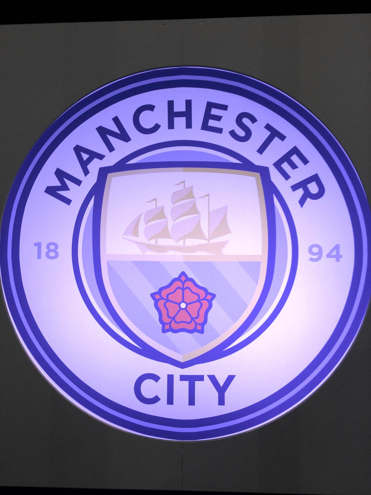 Manchester City unveil new club badge - Manchester Football