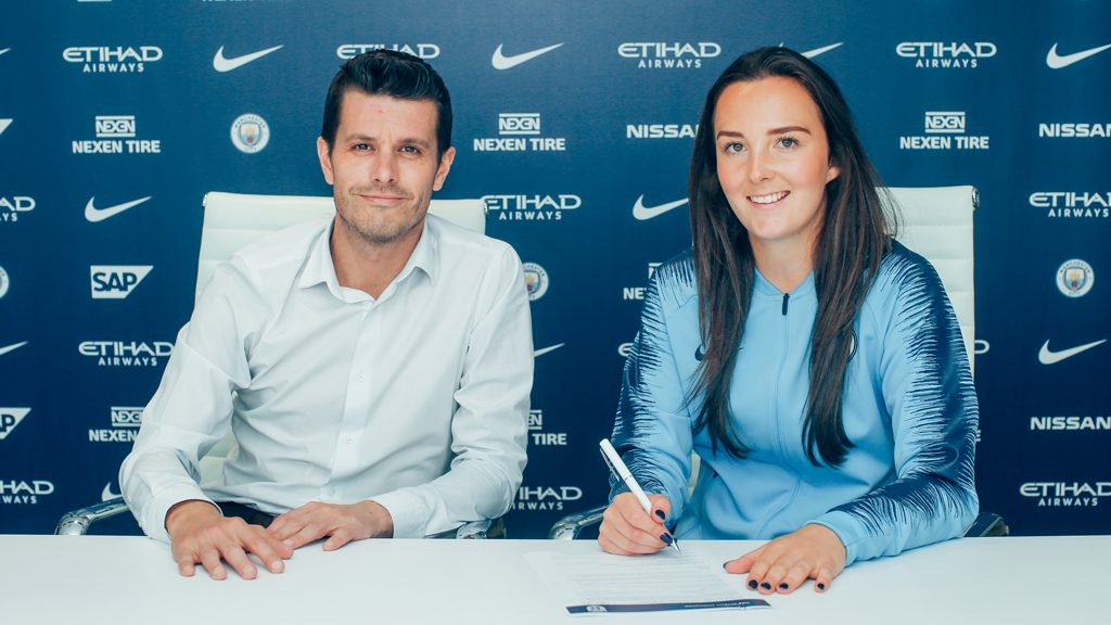 Caroline Weir signs for Manchester City