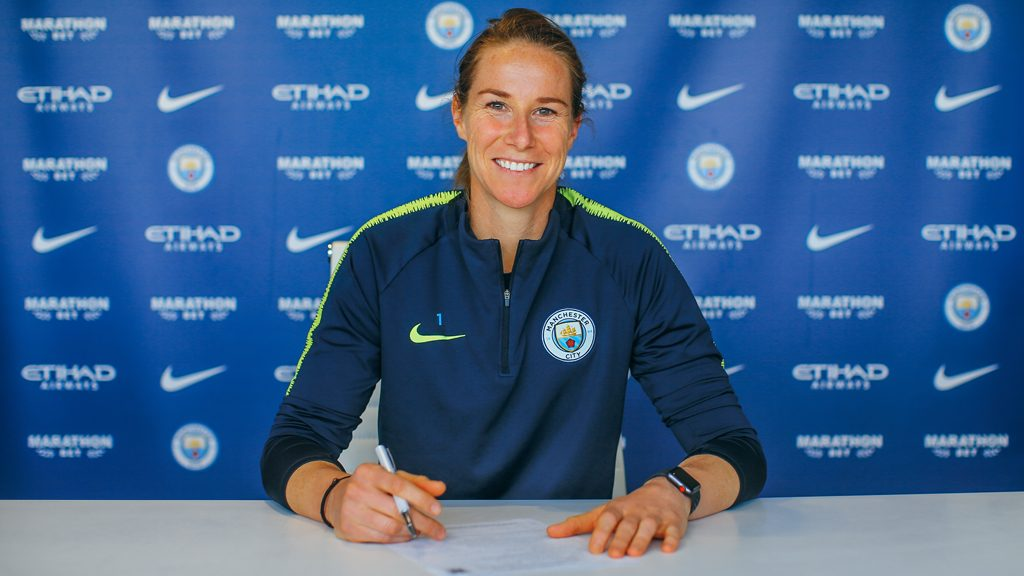Karen Bardsley extends her contract with Manchester City