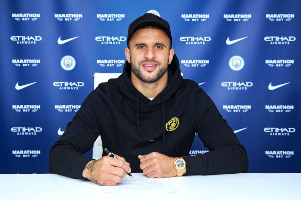 Kyle Walker signs new contract with Manchester City