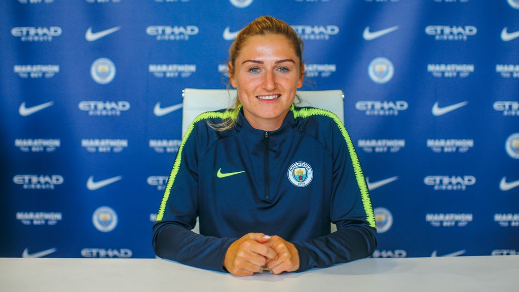 Laura Coombs signs for Manchester City