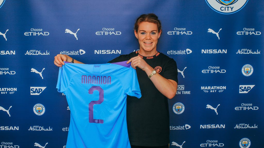 Aoife Mannion signs a two year contract with Manchester City