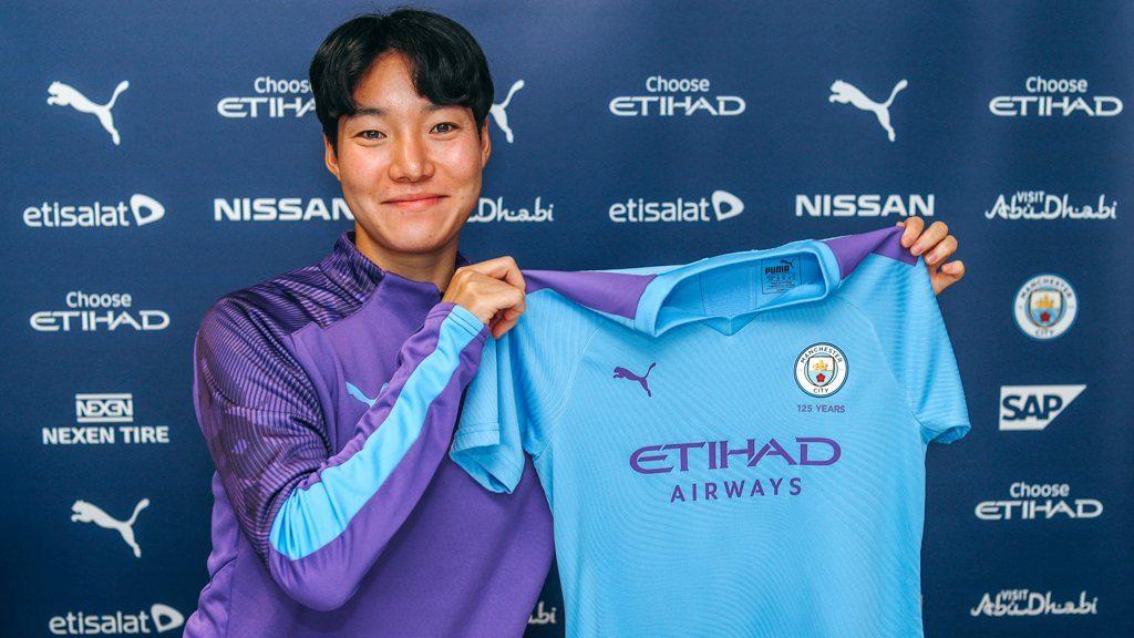 Man City sign Lee Geum-min