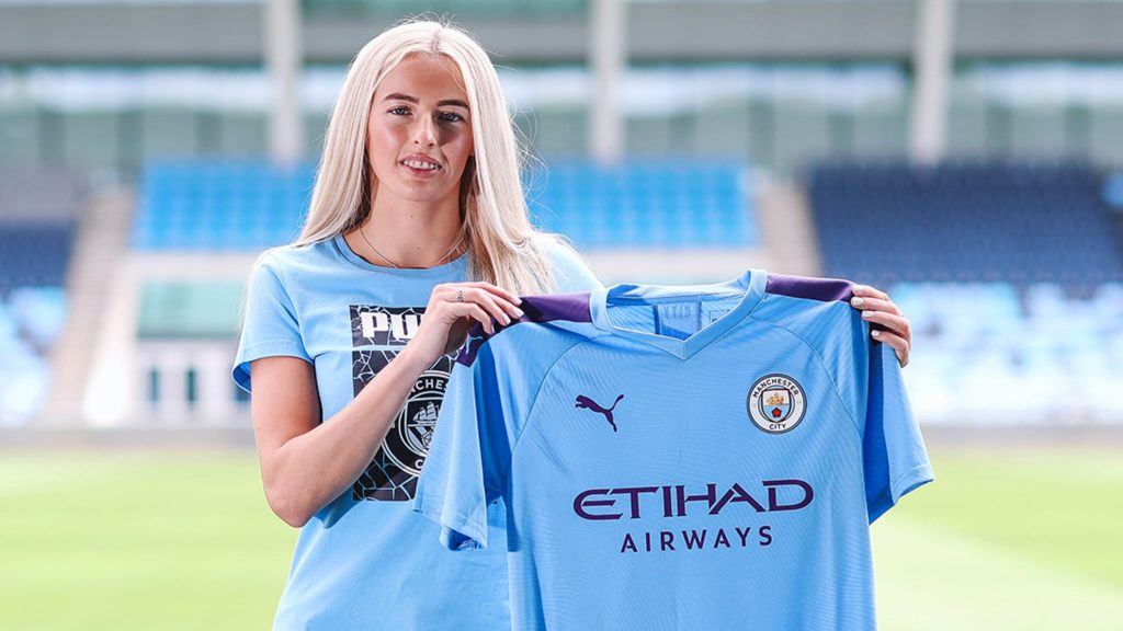 England striker Chloe Kelly has agreed to join Manchester City Women on a two year deal following the end of her contract with Everton.