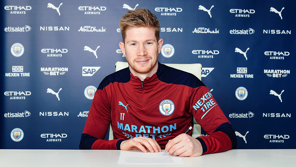 Kevin De Bruyne signs his new contract which will see him stay at Man City until 2025